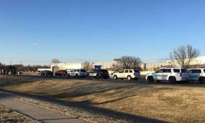 us at least 4 dead up to 20 injured in kansas shooting