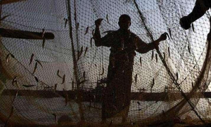 pakistan arrests 70 indian fishermen