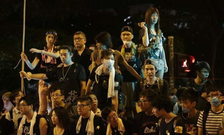 hong kong protesters set for talks govt hq shuts