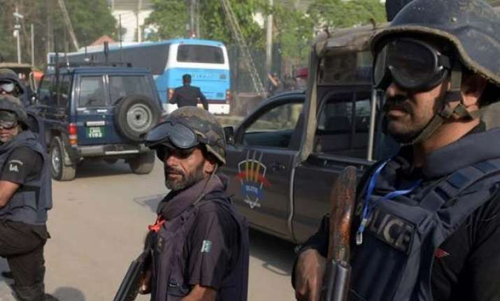 pakistan launches hunt for bus hijackers who killed 19