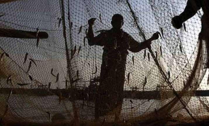 pakistan arrests 46 indian fishermen