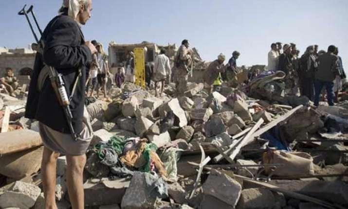 airstrikes in yemen leave 120 000 people displaced un