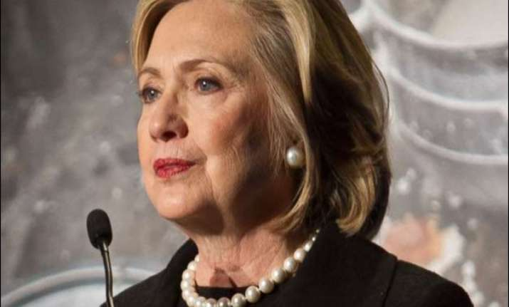 hillary clinton to hand over private email server