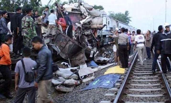 43 killed in indonesian train crash