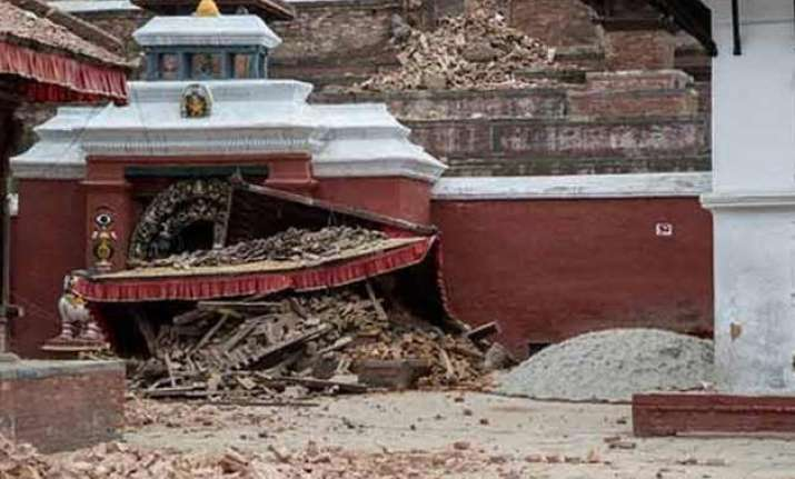 500 year old kathmandu temple turned to rubble after quake