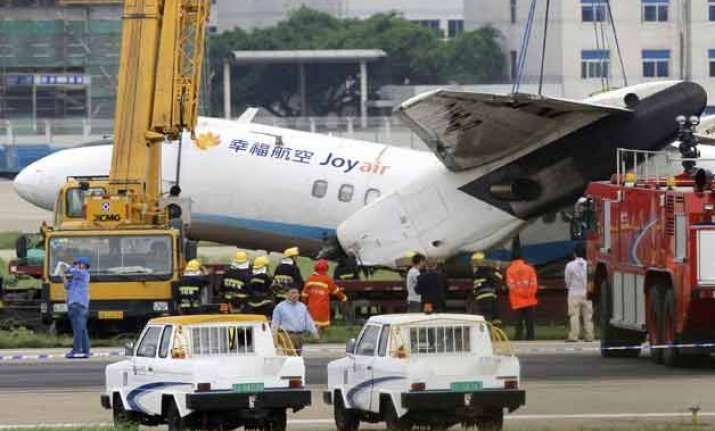 7 injured as china plane skids off runway catches fire