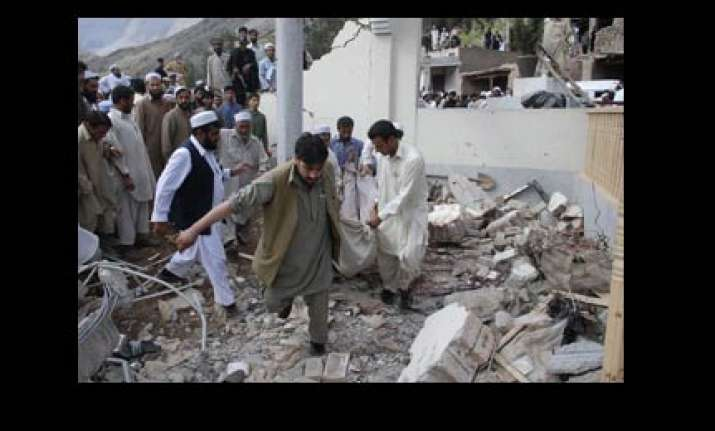 three killed 20 injured in bomb attack on pak mosque