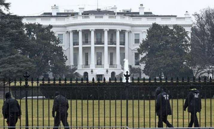 white house says too early to link islamic state to texas