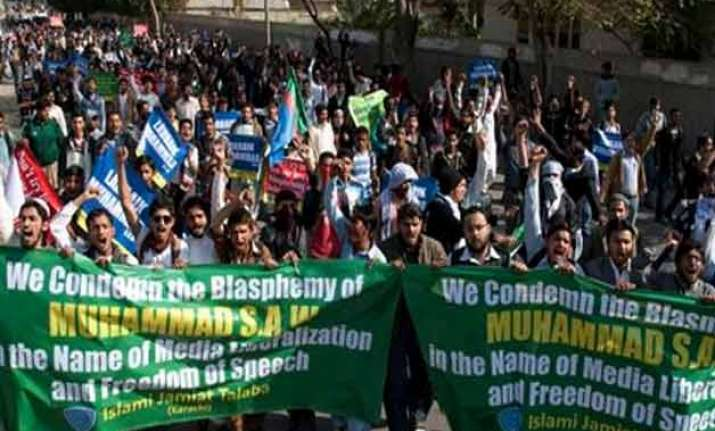 photographer shot at pakistan anti charlie hebdo protest