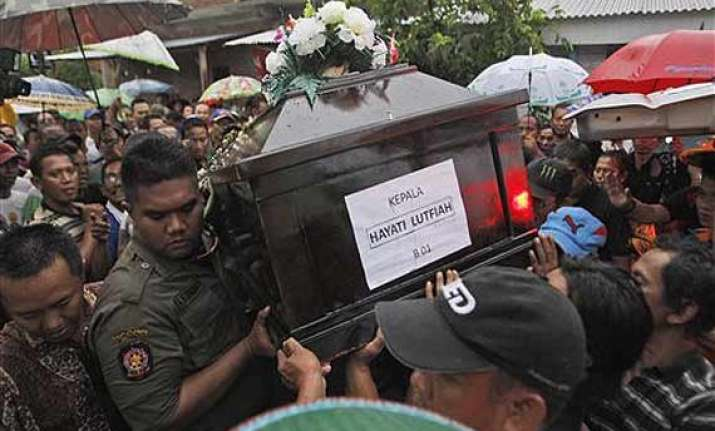7 more bodies recovered from airasia crash 16 total