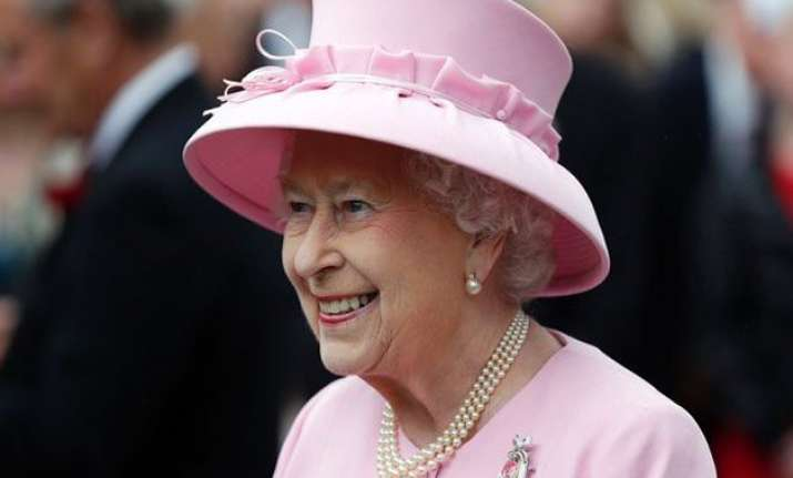 british queen faces staff strike over appalling low pay