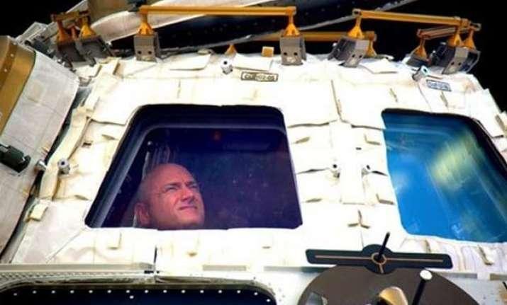 nasa astronauts scott kelly mikhail kornienko head home