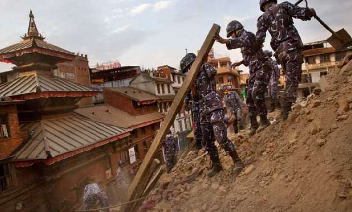 nepaldevastated survivors sleep in open for second day