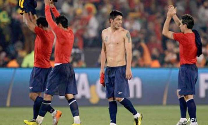 spain beats chile 2 1 at world cup