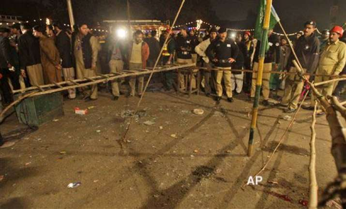1 killed 12 injured in lahore blast