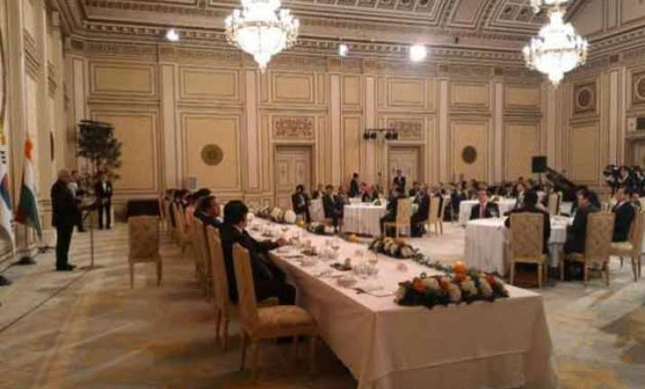 prime minister attends banquet dinner in south korea