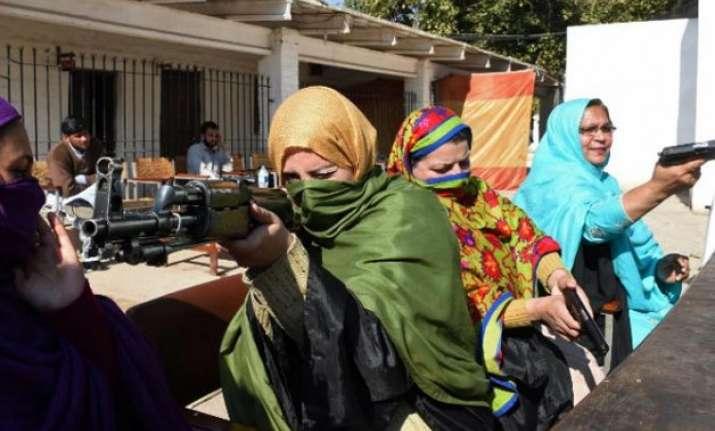 teachers in pakistan to carry guns in classroom