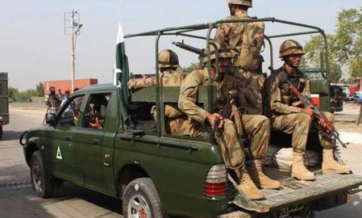 militants hijack buses in pakistan kill 19 passengers