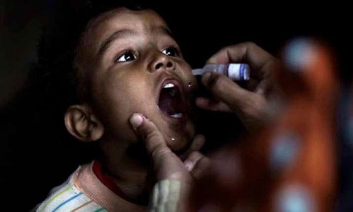 india warns pakistanis not to submit forged polio vaccine