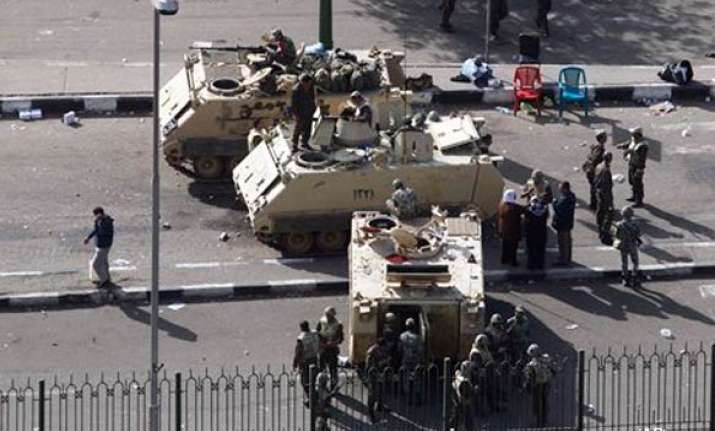 egyptian army starts rounding up journalists