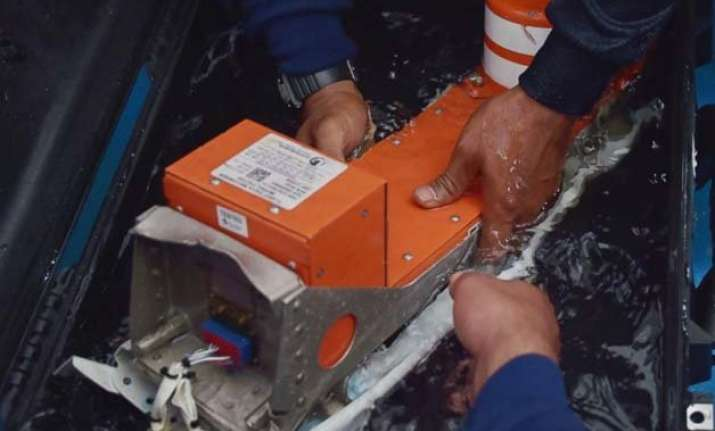 search continues as experts probe airasia jet s black boxes