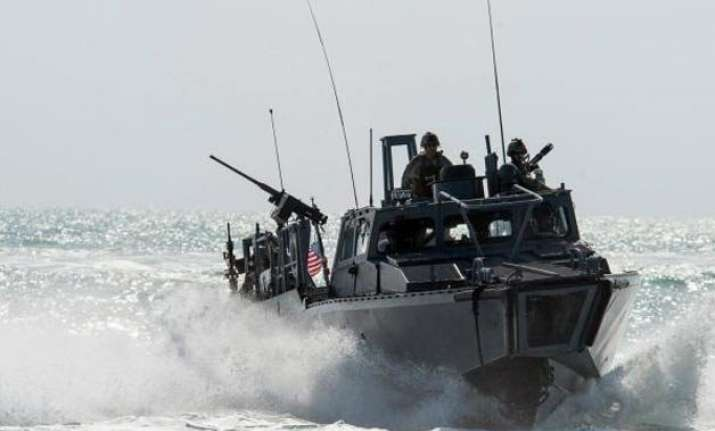 iran takes 2 us navy boats and 10 sailors into custody