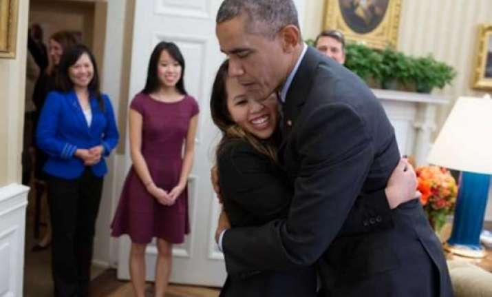 barack obama hugs nurse who survived ebola