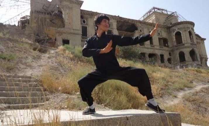 damn this afghan man looks like bruce lee
