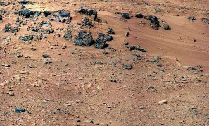 curiosity finds rocks similar to earth s crust on mars
