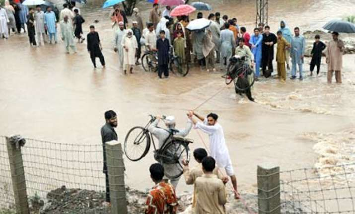 pak hindus looted at gunpoint in flood hit areas