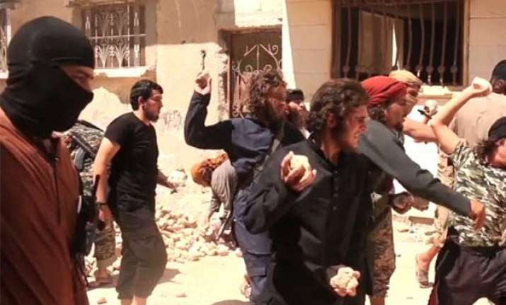 isis targets gays with brutal public killings