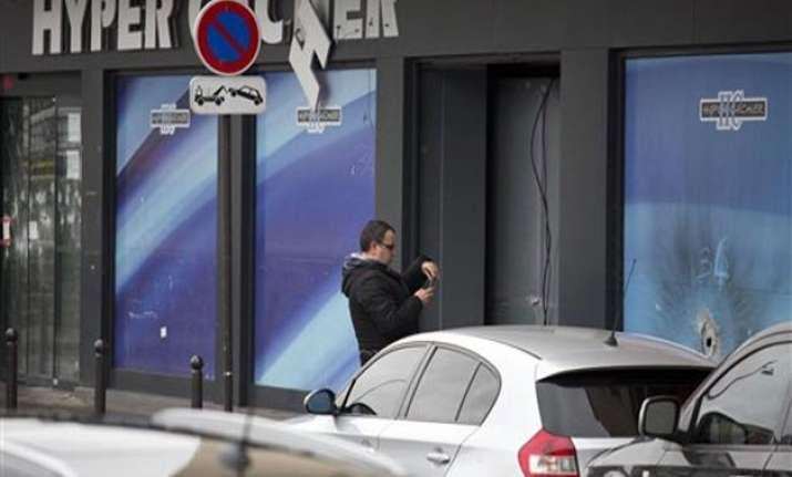 5 held over paris attacks freed from custody