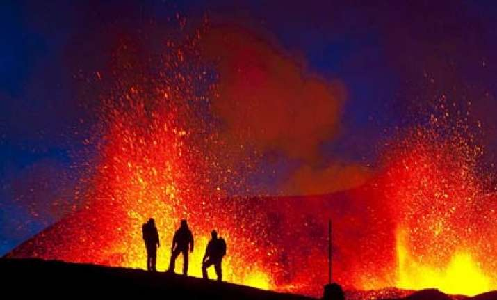 volcano erupts between two glaciers in iceland