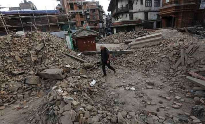 nepalese officials warn death toll in earthquake could hit