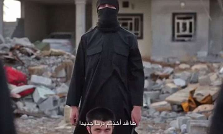shocking video isis threatens barack obama beheads four