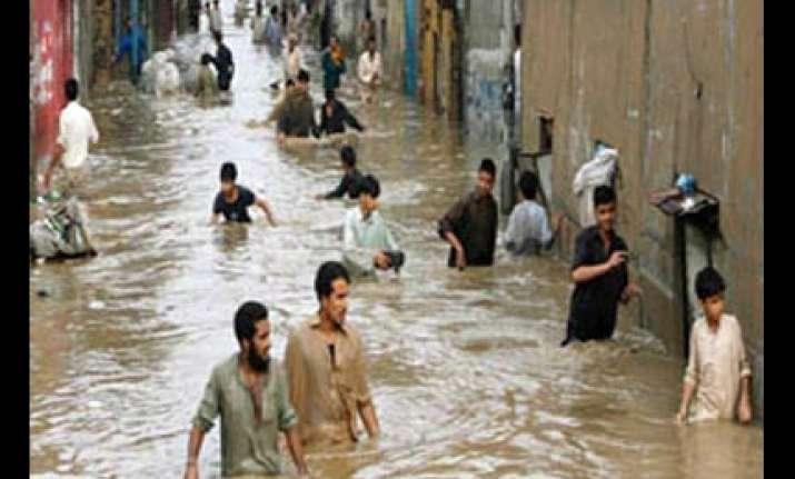 34 000 women paramedics go missing after pakistan floods