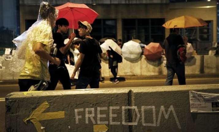 scuffles as hong kong protests face clear out