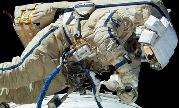 iss cosmonauts successfully complete spacewalk