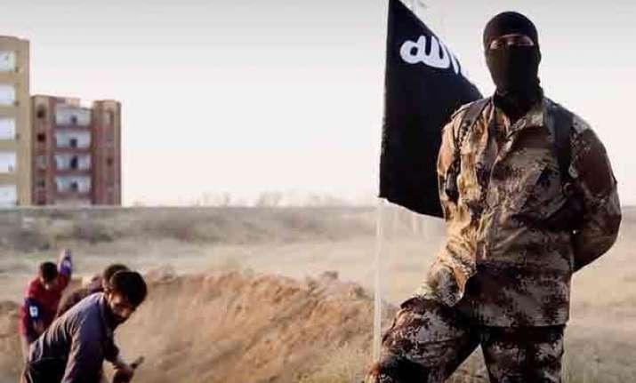 islamic state executes 300 civil servants in mosul