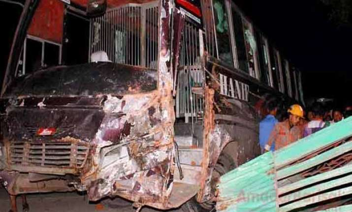 24 killed in bus accident in bangladesh