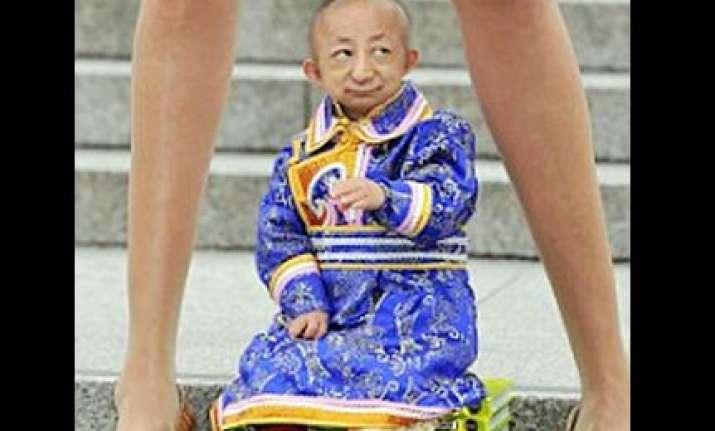 world s shortest 29 inch man dies at age of 21