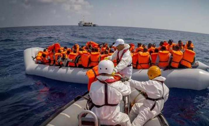 400 migrants saved from wreck off libya 25 bodies found