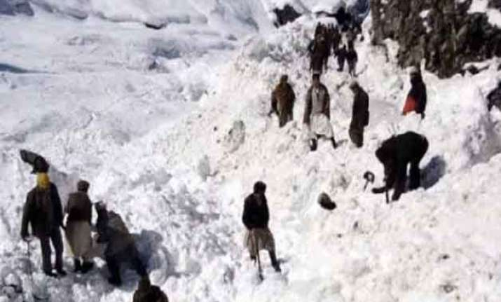 afghan avalanches toll rises above 250 officials