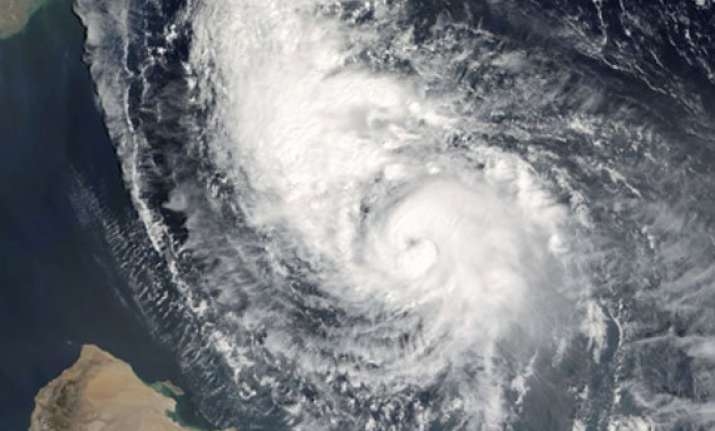 pakistan to evacuate 50 000 people in wake of nilofar