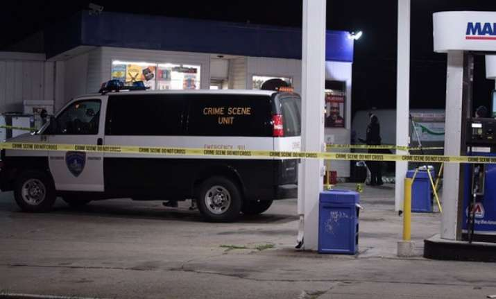 indian man shot dead in robbery attempt at us gas station