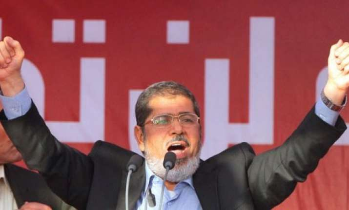 egypt s morsi asks people to continue revolution against