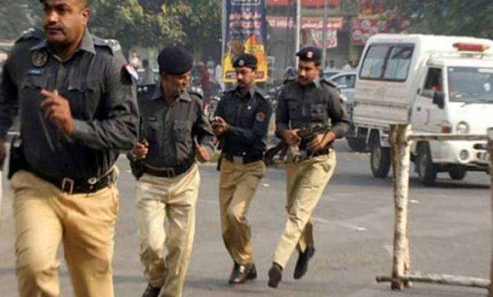 security forces kill 10 militants in pakistan