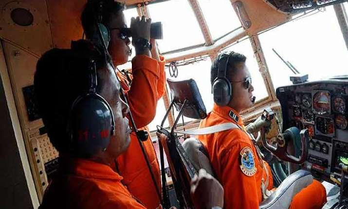 searchers resume hunt for bodies from airasia jet