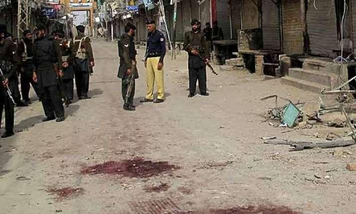 five people killed in pakistan blast