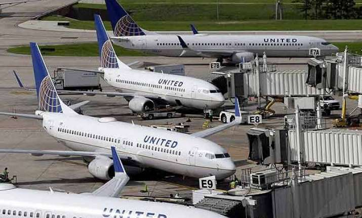 united airlines resumes flights grounded by computer glitch